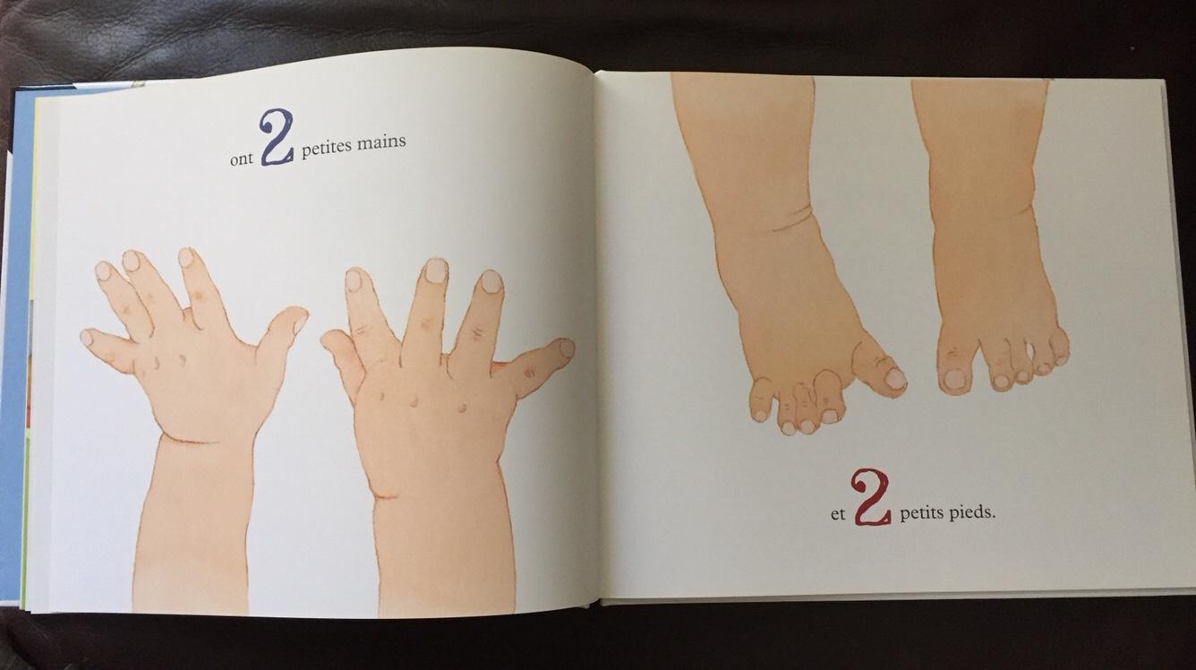 deux petites mains et deux petits pieds