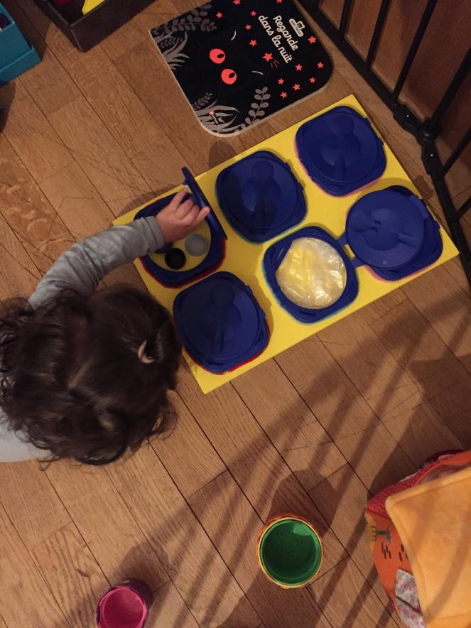 Tableau Sensoriel - sensory board - Blog Lectures et Rêveries pour tout-petits